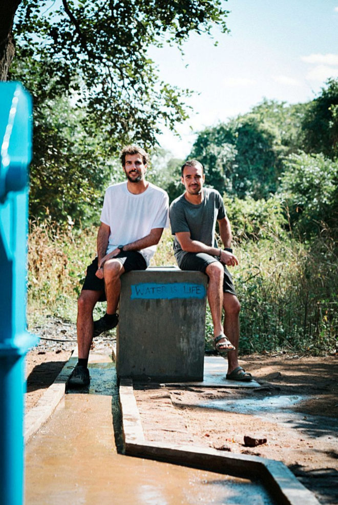 Enric Armengou y Hugo Rovira. creadores de Haan, en Malawi.