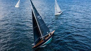 Tres veleros 6M, durante el Campeonato de España celebrado en...