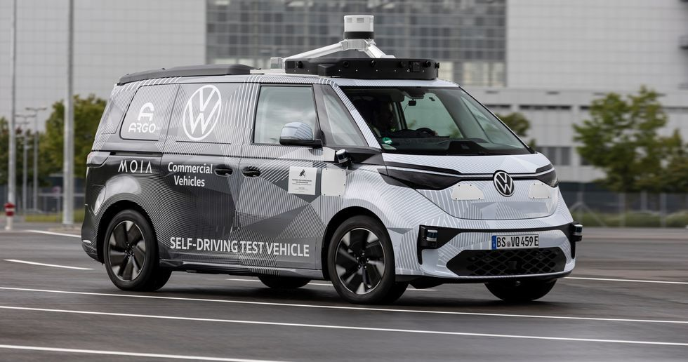 El Volkswagen ID.Buzz, un prototipo con el que VW y Argo prueban un futuro robotaxi.