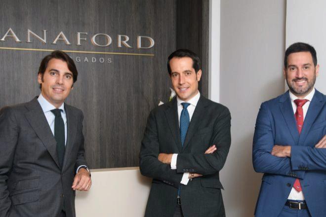 Álvaro Paniagua, Fernando Anton y Enrique Lucas, en las oficinas del despacho.
