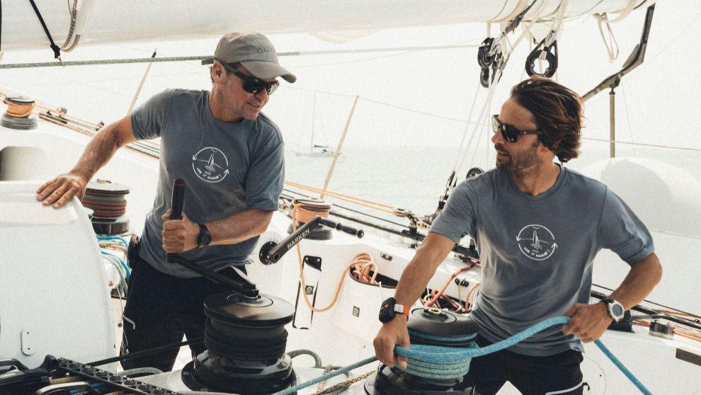 Alex Pella, junto a Romain Pillard, a bordo del trimarán 'Use it...