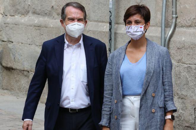 El presidente de la Federación Española de Municipios y Provincias (FEMP), Abael Caballero, junto a la ministra de Política Territorial y portavoz del Gobierno, Isabel Rodríguez,, el pasado día 9 de septiembre, en Madrid.
