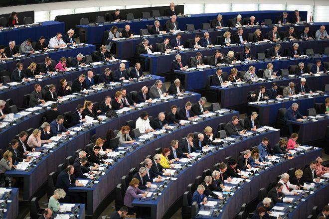 La Eurocámara insta a Polonia a respetar el orden jurídico de la Unión Europea