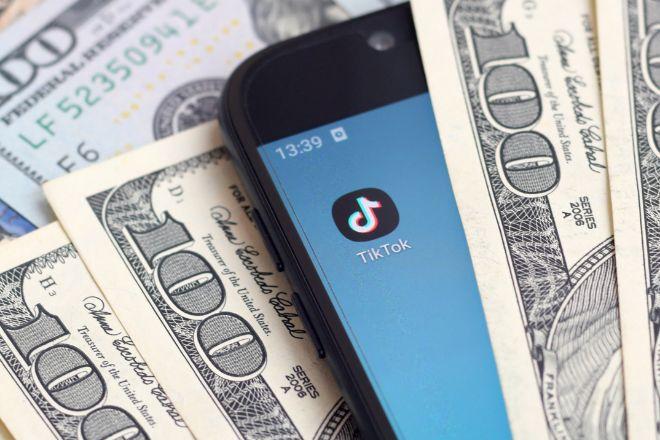 La doble cara de las redes sociales: muchas empresas financieras están contratando a los 'influencers' para llegar así a los inversores más jóvenes.