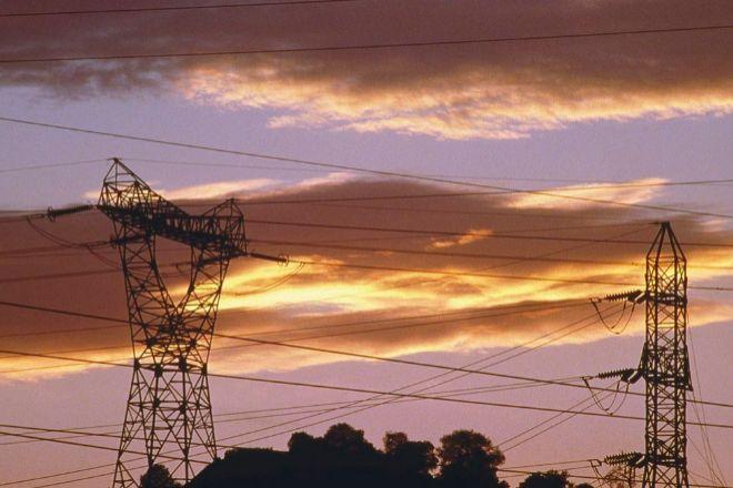 El precio de la luz cae mañana un 8% y se sitúa por debajo de los 150 euros el megavatio hora