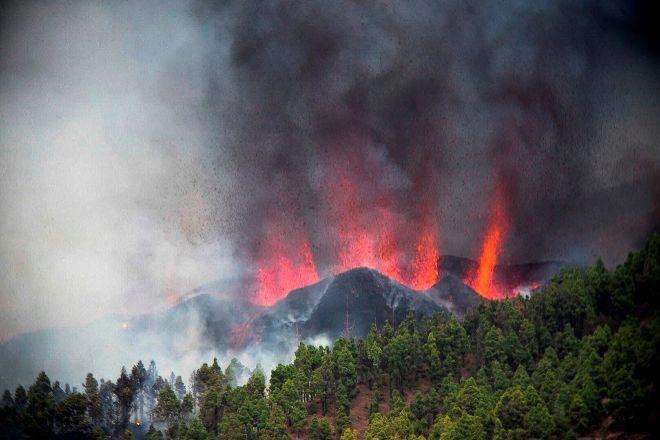 Imagen de la erupción del volcán, Cumbre Vieja en la Isla de La Palma.