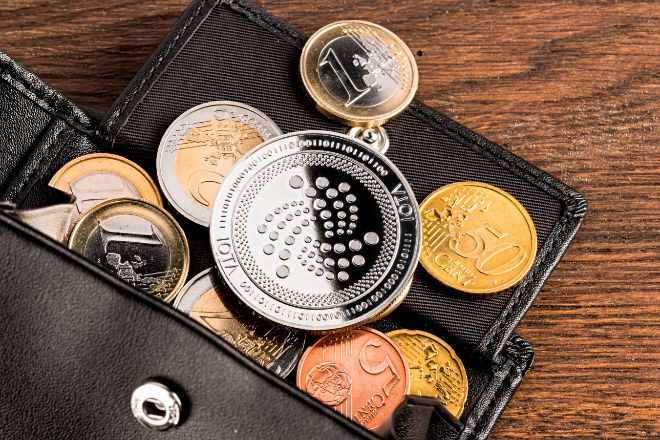 Monedas de euro y criptomonedas.