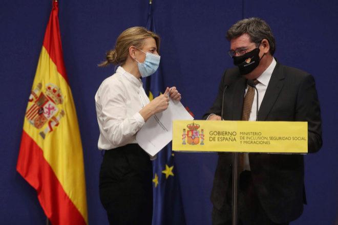 La ministra de Trabajo y Economía Social, Yolanda Díaz, y el ministro de Inclusión, Seguridad Social y Migraciones, José Luis Escrivá.