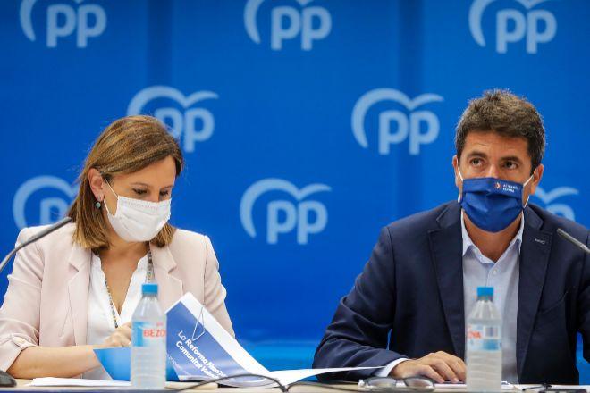 La portavoz del PP en el Ayuntamiento de València, Maria José Catalá, y el presidente del Partido Popular de la Comunitat Valenciana,  Carlos Mazón, durante la presentación