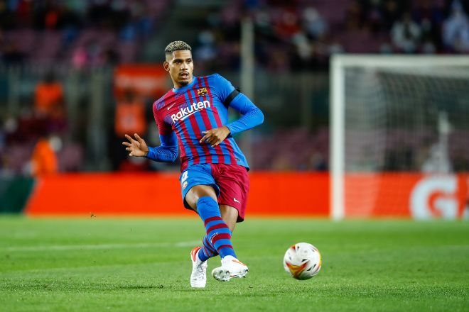 04 Ronald Araujo of FC Barcelona in action during the spanish league, La Liga Santander, football match played between FC Barcelona and Granada CF at lt;HIT gt;Camp lt;/HIT gt; lt;HIT gt;Nou lt;/HIT gt; stadium on September 20, 2021, in Barcelona, Spain. AFP7 20/09/2021 ONLY FOR USE IN SPAIN