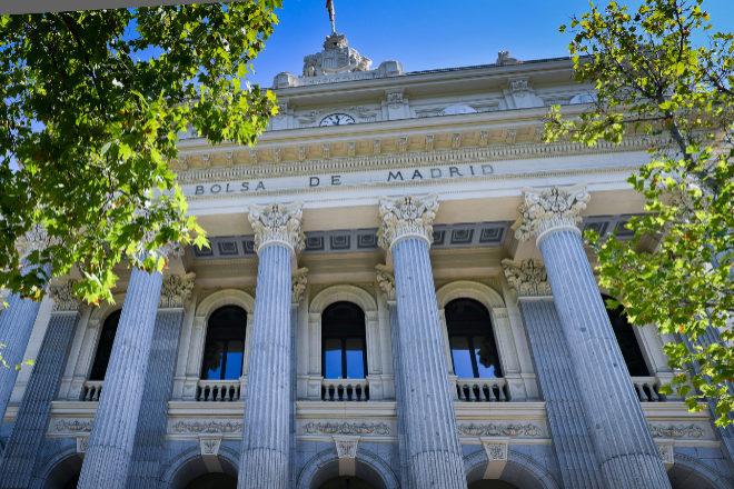 Fachada de la Bolsa de Madrid.