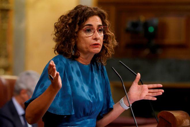 La ministra de Hacienda, María Jesús Montero, ayer durante el Pleno del Congreso de los Diputados.