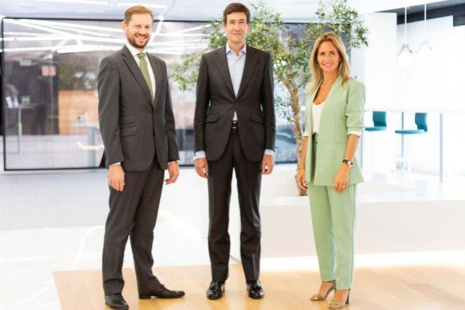 Sergio Fernandes, responsableCapital Markets en JLL España; Álvaro Cobo, director general de Gordon Brothers para España y Portugal; y Mariana Rosa, responsable de Leasing Markets Advisory en JLL Portugal.