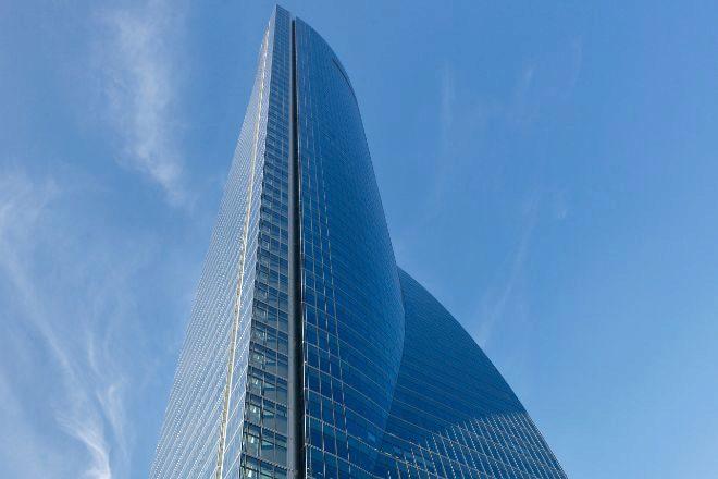 Torre Emperador Castellana tiene 235 metros de altura y 57 plantas.