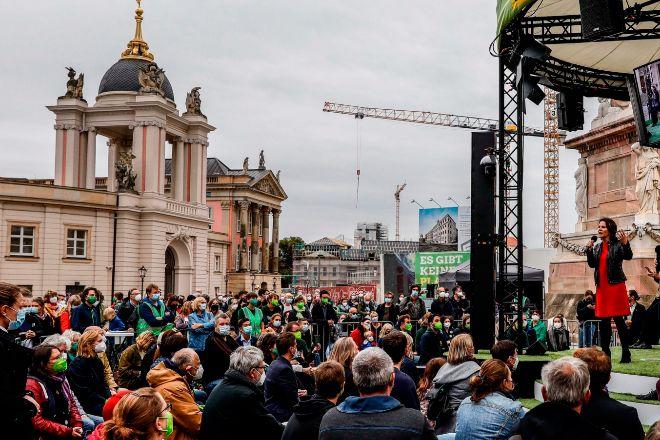La candidata de Los Verdes alemanes (Die Gruenen) Annalena Baerbock, ayer en Potsdam durante un mitin en la campaña electoral.