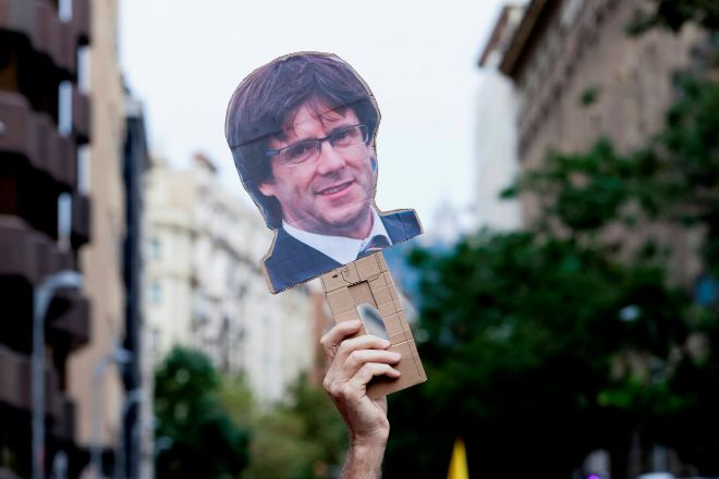 Manifestación frente al Consulado de Italia en Barcelona contra la detención del expresidente de la Generalitat.