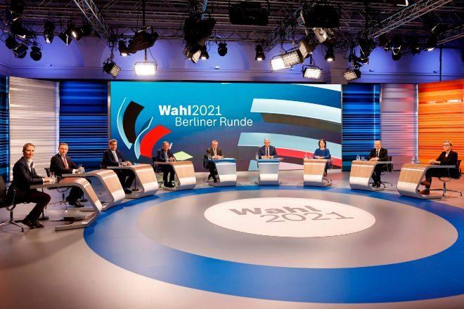 Los candidatos de todos los partidos que obtuvieron representación en el Parlamento alemán, anoche en el programa de la televisión pública en el que comentaron los resultados de las elecciones federales.
