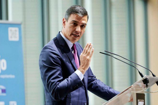 El presidente del Gobierno, Pedro Sánchez, interviene en la inauguración de la jornada 'Diálogos sobre el Futuro del Trabajo' en Santander.