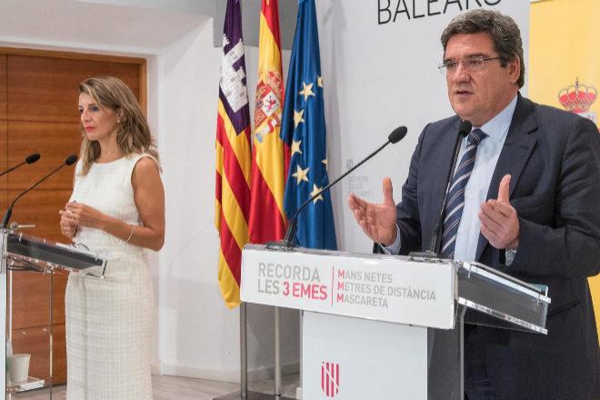 La ministra de Trabajo y Economía Social, Yolanda Díaz, el ministro de Inclusión, Seguridad Social y Migraciones, José Luis Escrivá.