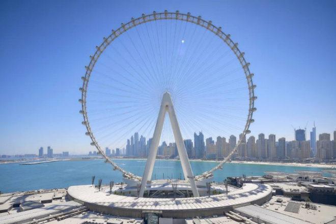 De la gigantesca estructura de Ain Dubai cuelgan 48 cabinas con capacidad para 1.750 personas y suma 2.400 kilómetros de cable.