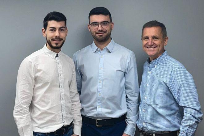 De izqda. a dcha., Sergio Lao, Joaquim de la Cruz y Álvaro Morales, fundadores de Flanks.