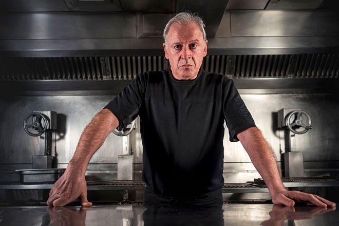 Etxebarri, la parrilla de Bittor Arginozniz en Axpe, repite el tercer puesto de 2019 y gana el premio Estrella Damm Chefs Choice.
