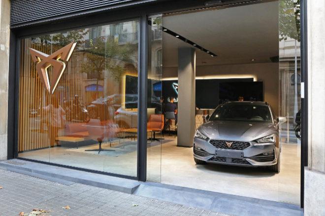 Nuevo concesionario de Cupra en la calle Balmes de Barcelona.