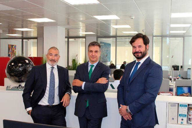Emilio Gude y Jesús Carrasco, socios de litigación y arbitraje, y Esteban Ceca, socio director de Ceca Magán.