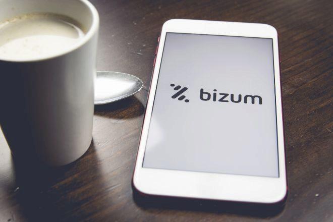 Teléfono móvil con la app de Bizum.