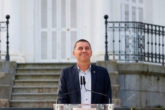 El coordinador general de EH Bildu, Arnaldo Otegi, durante su declaración del lunes en San Sebastián con motivo del décimo aniversario de la Conferencia de Aiete y del fin de la violencia de ETA.