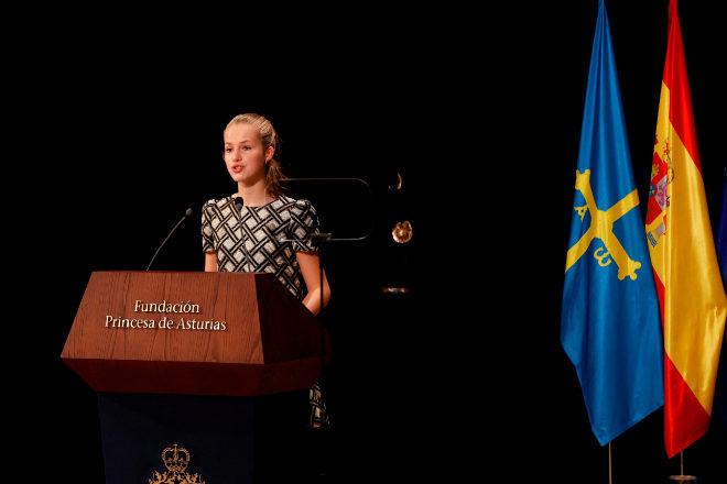 La princesa Leonor pronuncia su discurso durante la ceremonia de entrega de los Premios Princesa de Asturias, celebrada este viernes en el Teatro Campoamor de Oviedo.