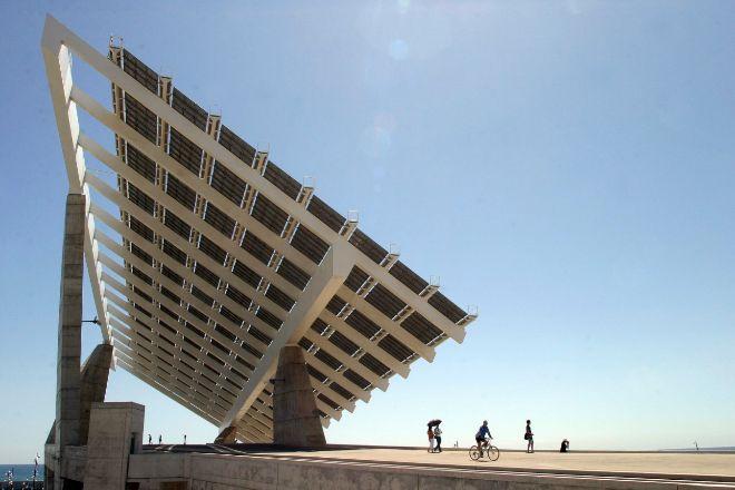 Gran placa fotovoltaica situada en el Forum de las Culturas.