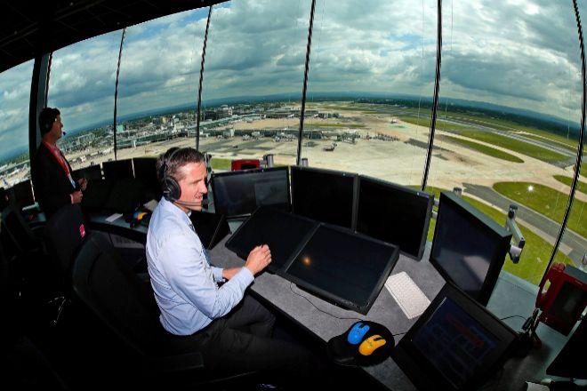 Amenaza de huelga de los controladores aéreos para Navidad