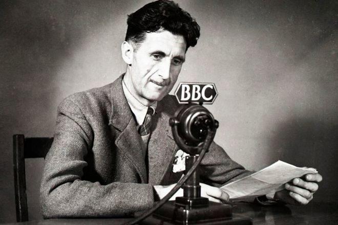 George Orwell (1903-1950), autor de 'Rebelión en la granja', '1984' y 'Homenaje a Cataluña', entre otras obras.