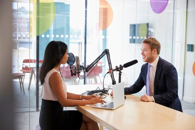 ¿Qué pódcast escuchan los socios directores de los despachos?