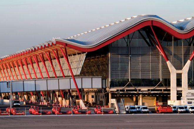El aeropuerto de Madrid tiene como gran aspiración convertirse en un 'hub' de referencia en Europa. En la imagen, la T4 de Barajas.