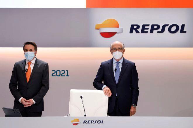Josu Jon Imaz (a la izquierda), consejero delegado de Repsol, junto a Antonio Brufau, presidente.