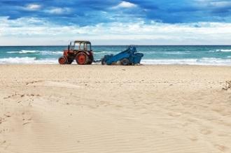 Así se mantiene limpia una playa en tiempos del coronavirus