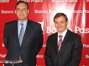 El presidente de Banco Pastor, José María Arias (izq.) y el consejero delegado, Jorge Gost