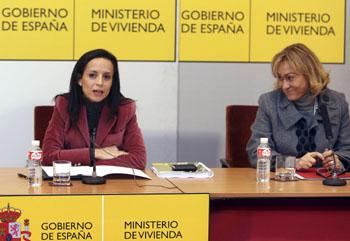 La ministra de Vivienda, Beatriz Corredor junto a la consejera de Medio Ambiente, Vivienda y Ordenación del Territorio de la Comunidad de Madrid, Ana Isabel Mariño