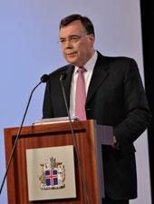 El Primer Ministro de Islandia, Geir Haarde, en una comparecencia pública