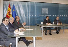 Zapatero y Solbes reciben en la Moncloa a los presidentes de los principales bancos españoles