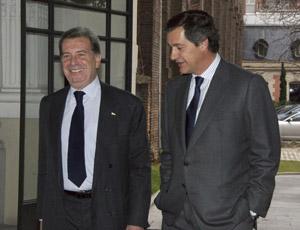 El consejero delegado de Enel, Fulvio Conti , y el presidente de Acciona, José Manuel Entrecanales, ayer en Madrid.