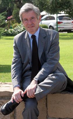 Alain Minc ha escrito más de veinte libros y asesora a grandes grupos franceses y extranjeros