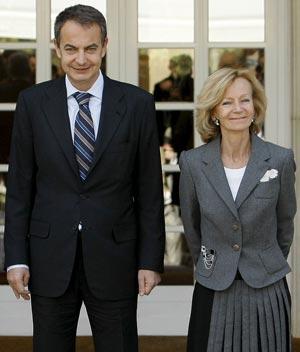 El presidente del Gobierno, José Luis Rodríguez Zapatero, junto a la ministra de Economía, Elena Salgado
