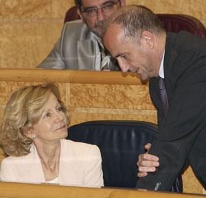 La vicepresidenta económica, Elena Salgado, junto al ministro de Industria, Turismo y Comercio, Miguel Sebastián, en el Senado