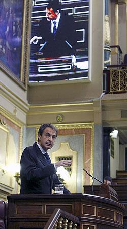 El presidente del Gobierno, durante su intervención hoy en la sesión de control al Gobierno en el Congreso. EFE/Zipi
