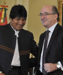 Evo Morales, presidente de Bolivia, junto a Antonio Brufau, el pasado año, en La Paz, capital boliviana