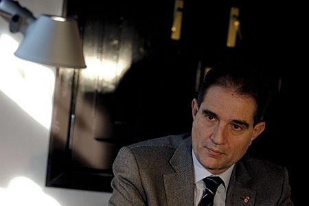 """El presidente de la Diputación de Barcelona, Antoni Fogué, ha pedido al Ayuntamiento de Vic que """"reconsidere"""" las medidas sobre inmigración que no se ajusten a la legalidad y ha advertido de que es un peligroso """"error político"""" jugar con este tema por intereses electorales """"a corto plazo"""". EFE/TONI ALBIR"""