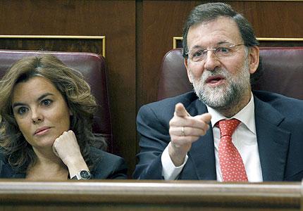 Mariano Rajoy, junto a la portavoz del grupo popular en el Congreso, Soraya Sáenz de Santamaría. EFE/Chema Moya